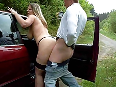 Chubby Girl Fucked Outdoors Receives A Thick Cream Pie